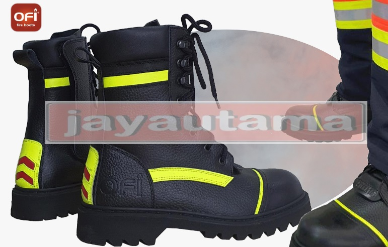 sepatu boot pemadam kebakaran